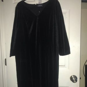 Beautiful velvet three quarter sleeve dress